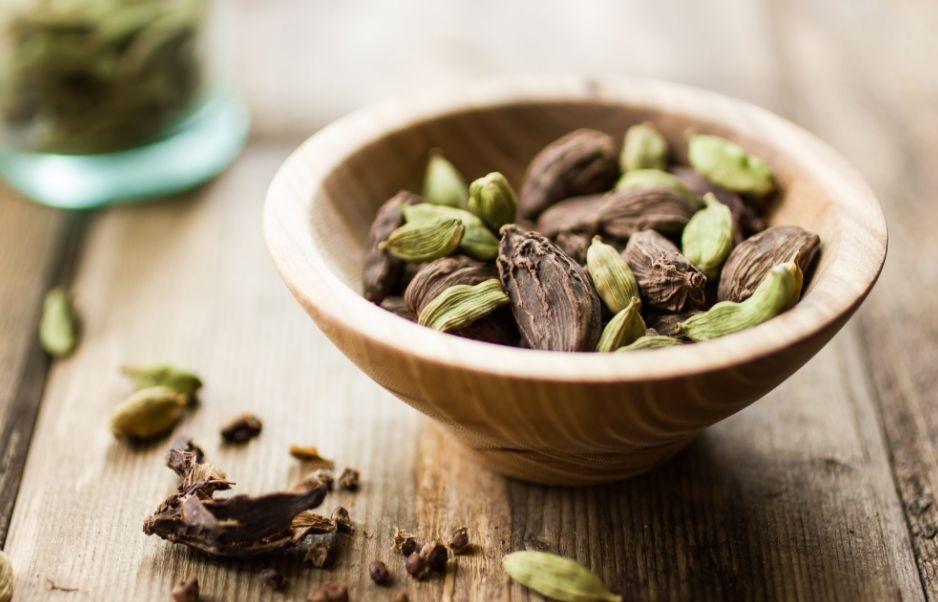 Чай с гвоздикой кардамоном и корицей помогает похудеть