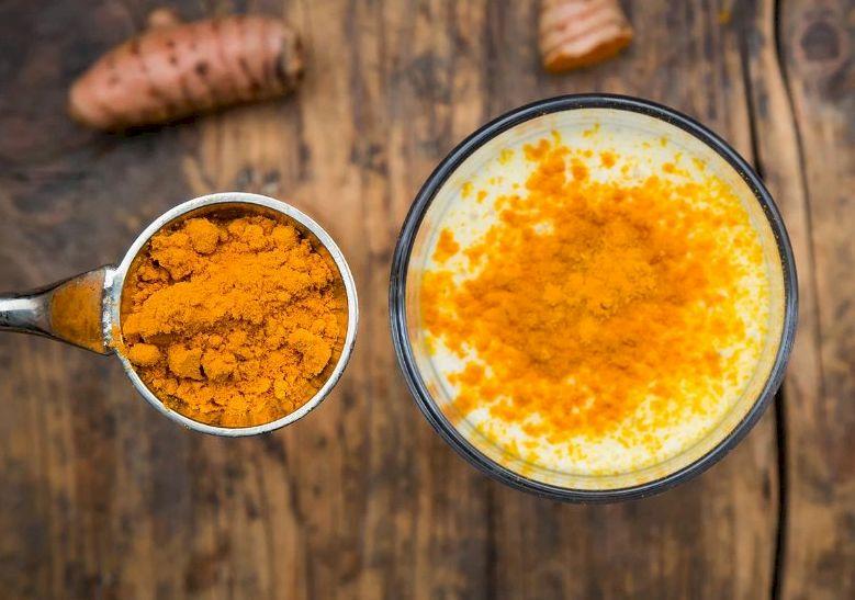 Куркума с молоком и медом: полезные свойства золотого молока, рецепт приготовления